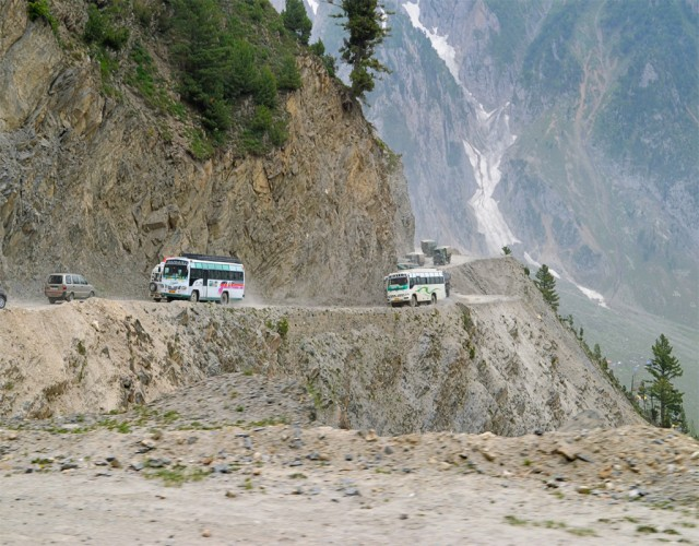 How to Get from Srinagar to Leh