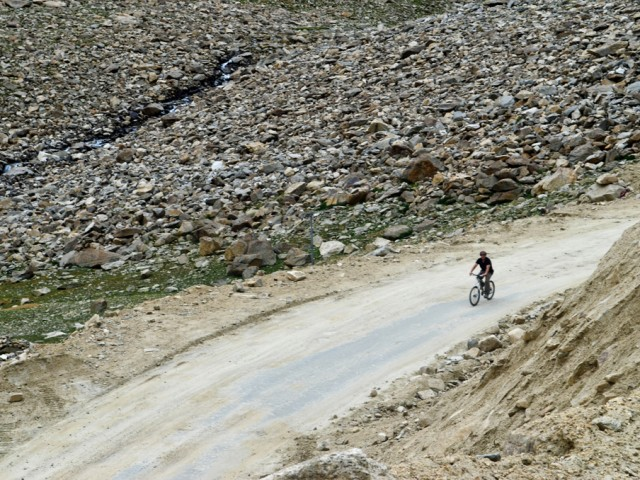 Biker Going Down Khardung La