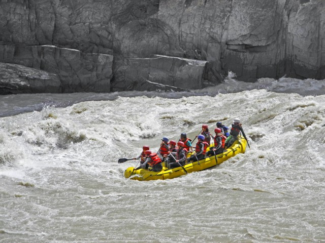 Class III Rapids in Zanskar Canyon
