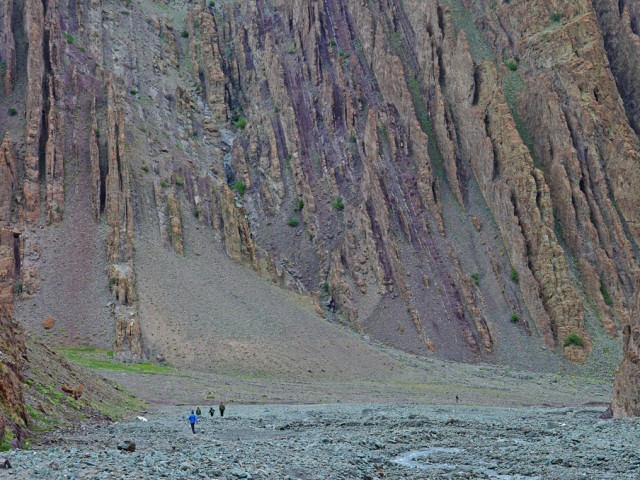 Hikers on way to Stok Kangri
