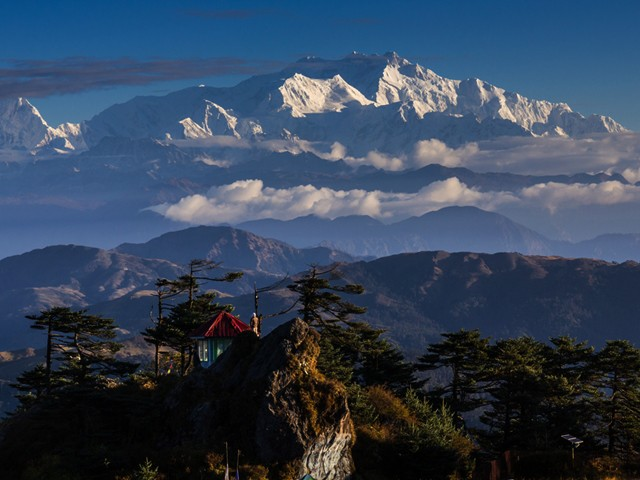 Approaching Kanchenjunga Basecamp; Nepal or India?