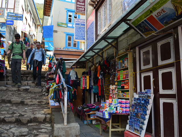 Stores open in Namche after the First Quake